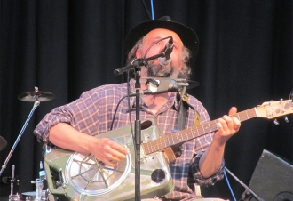 Phil_Saunders_at_Glassonbyfest_2018